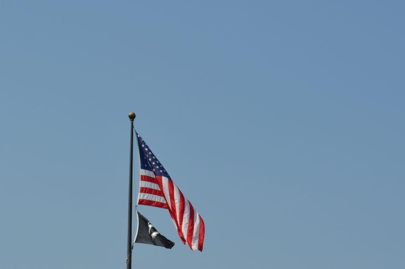 09 flag sky