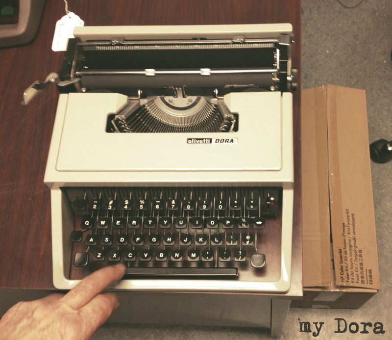 03 typerwriterDora